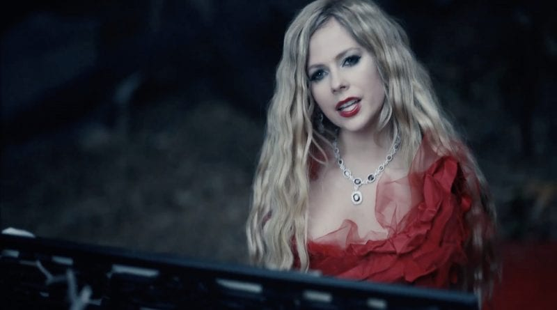 Avril Lavigne - I Fell In Love With The Devil - Music Video